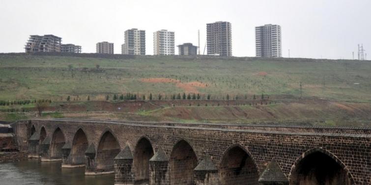 Diyarbakır Sur'daki lüks konut projesinde yıkım kararı