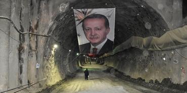 Mevlana Tüneli'nde ışık göründü
