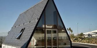 Hediye paketi gibi açılıp 6 saatte kurulan ve katlanabilen mimarlık harikası ev