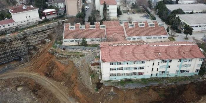 AVM inşaatı nedeniyle eğitim durdu