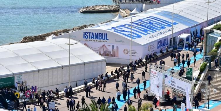 Bakan Özhaseki: 'Türkiye'ye yatırım yapmayan pişman olacak'