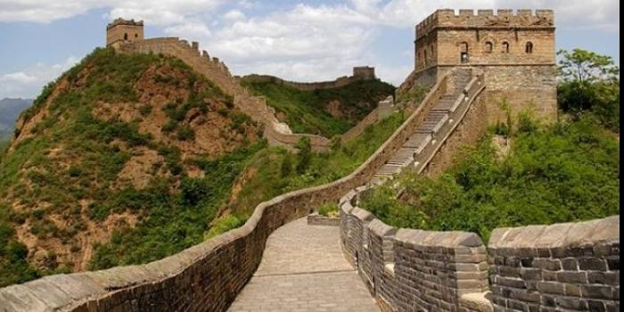 Çin Seddi'nin uzunluğu kaç km'dir?