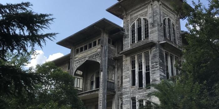 Kadıköy'ün tarihi köşkü satılığa çıkarıldı